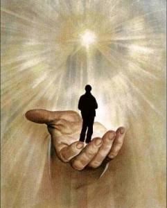 homme dans main